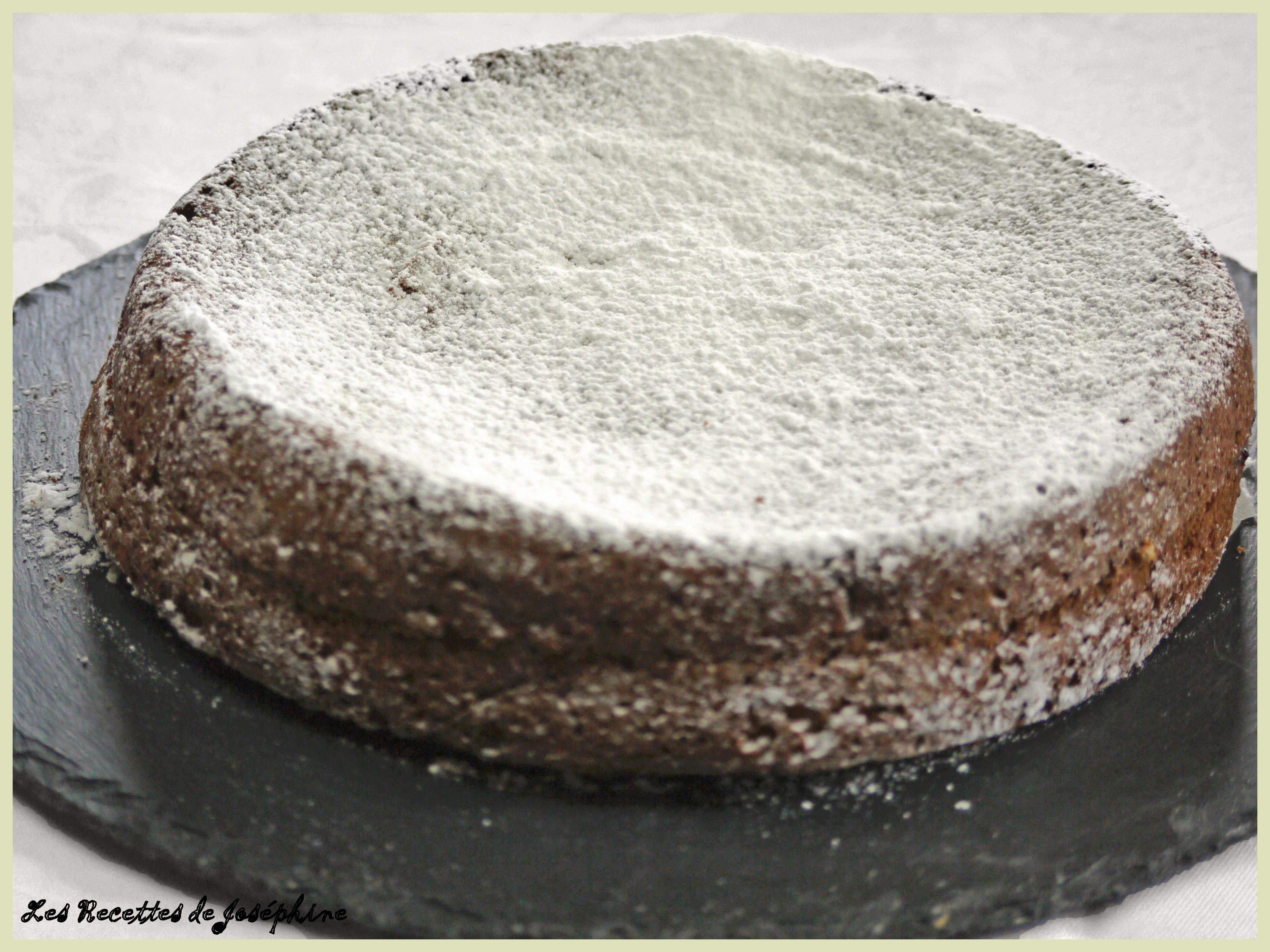 Gâteau au Chocolat Blanc et à la Confiture de Mûres